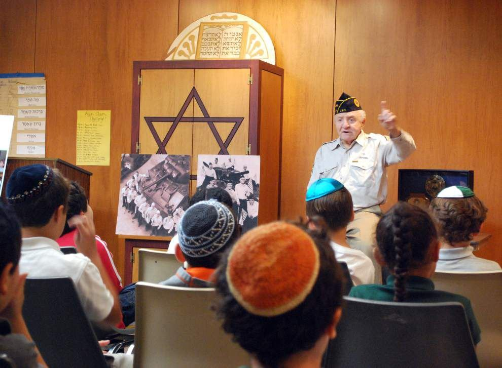 Jewish WWII veteran speaks out to youths _lowres