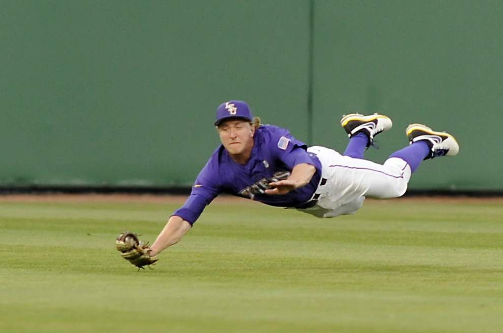 New college baseball has outfielders adjusting to different trajectory _lowres