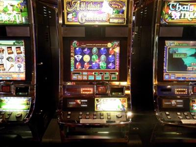 On the Clock: Rodney Thomas, Harrah's New Orleans Casino table games dealer_lowres