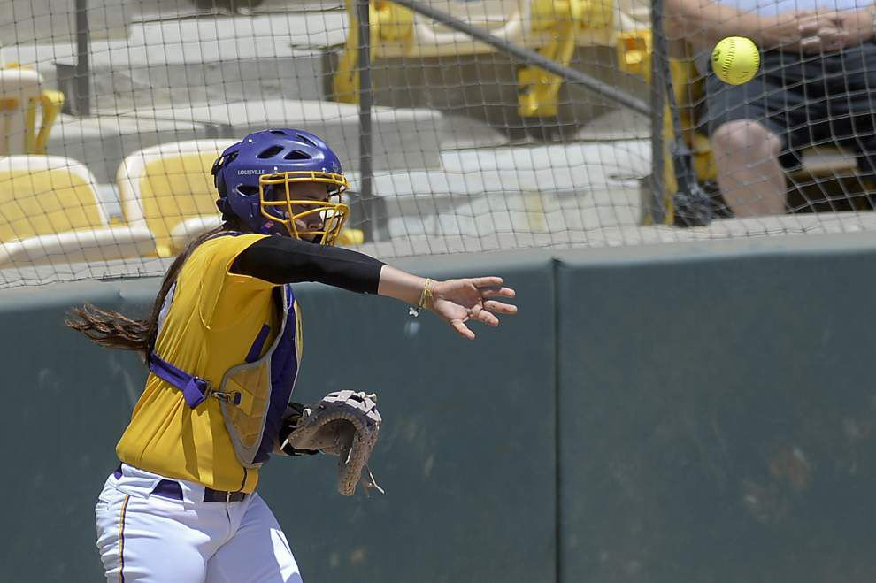 LSU softball team, playing on the road for the first time as the No. 1 team, visits Kentucky _lowres
