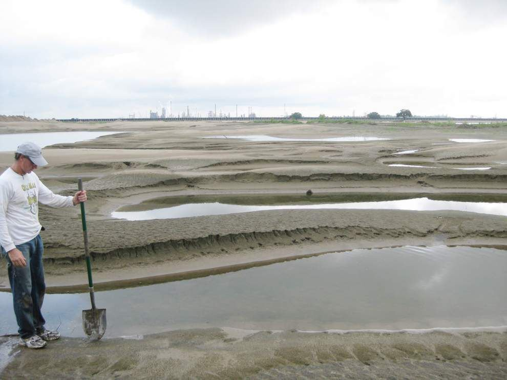 Report: River will provide steady supply of sand for centuries _lowres