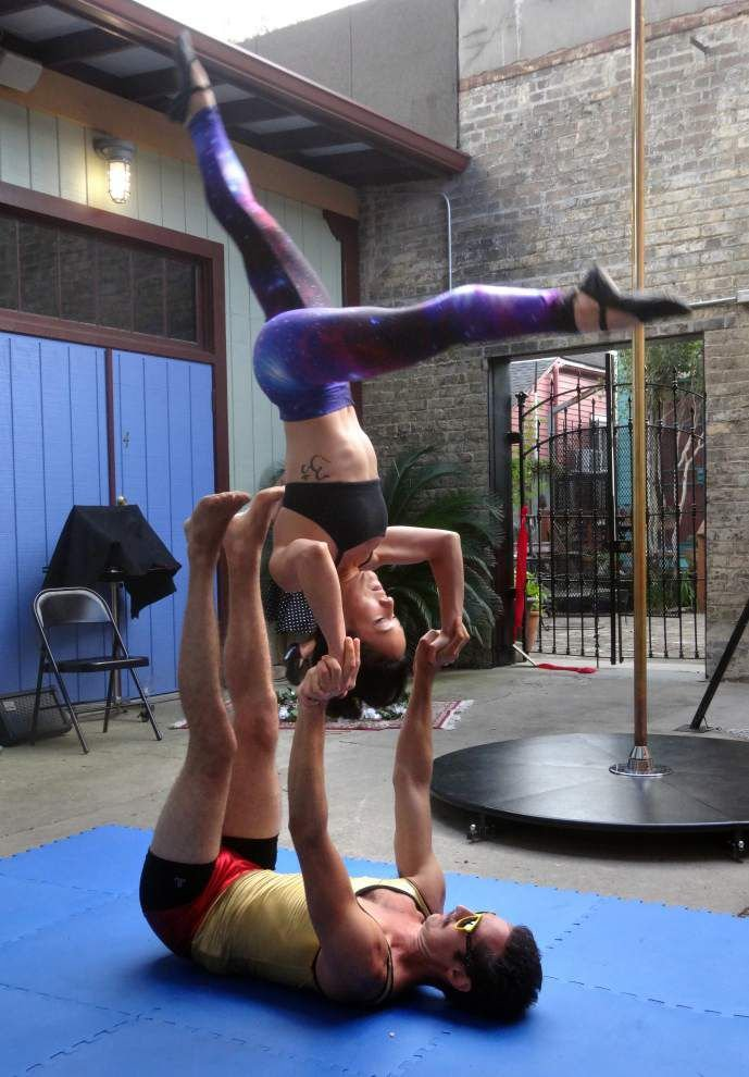 Emergency Circus kicks off national tour with firehouse performance _lowres