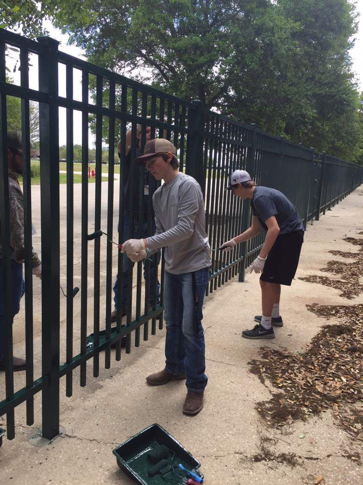 St. Amant students lend a hand on day of service _lowres