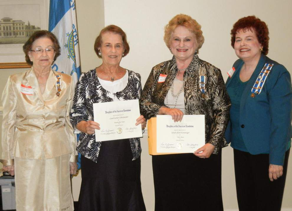 DAR chapter installs officers _lowres