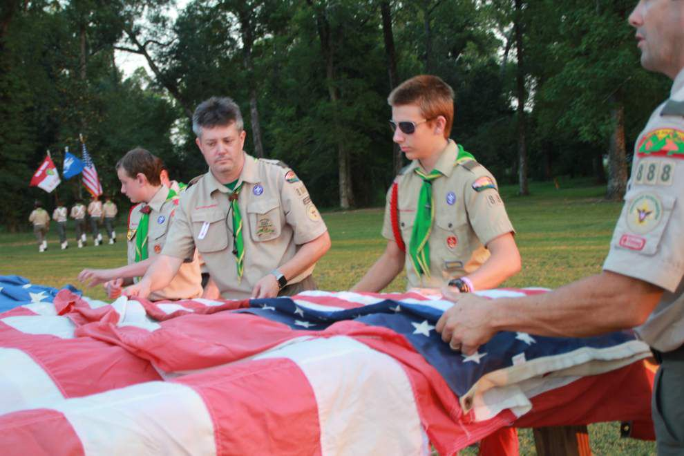 Scouts retire U.S. flags, honor fallen heroes _lowres
