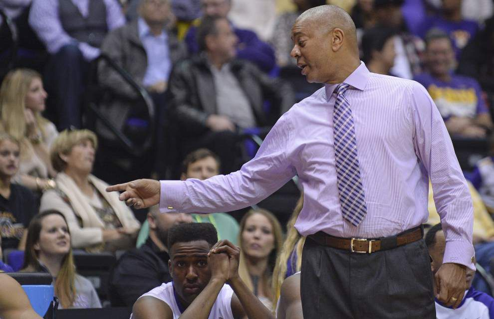 LSU's Johnny Jones seeking more 'signs of improvement' as Tigers host Kennesaw State on Monday night _lowres