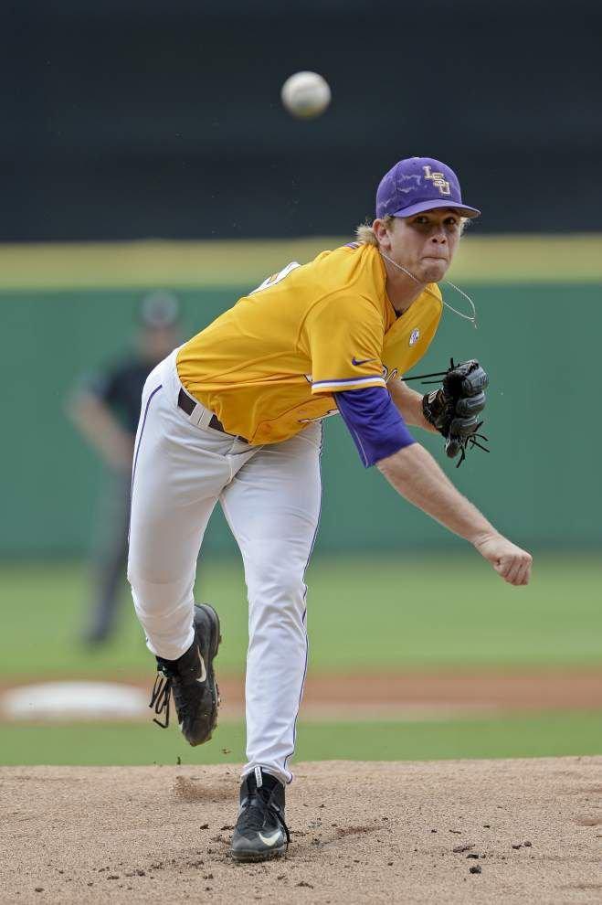 LSU pitcher Austin Bain struggles in third inning of loss to Texas A&M _lowres