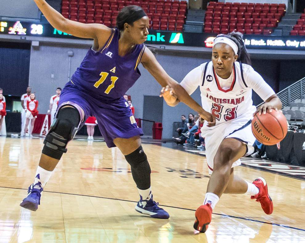 Lineup adjustments allow Cajuns women to mix it up on offense _lowres