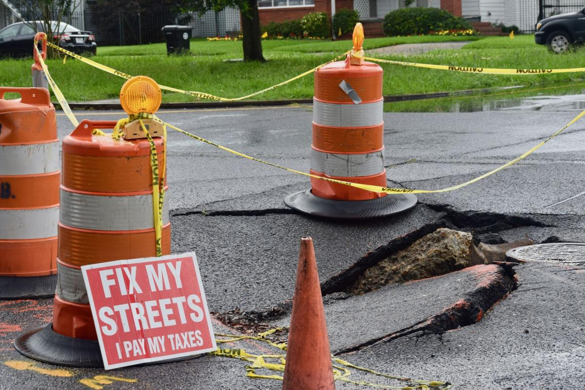 Groups blast city's chronic potholes at rally for infrastructure_lowres