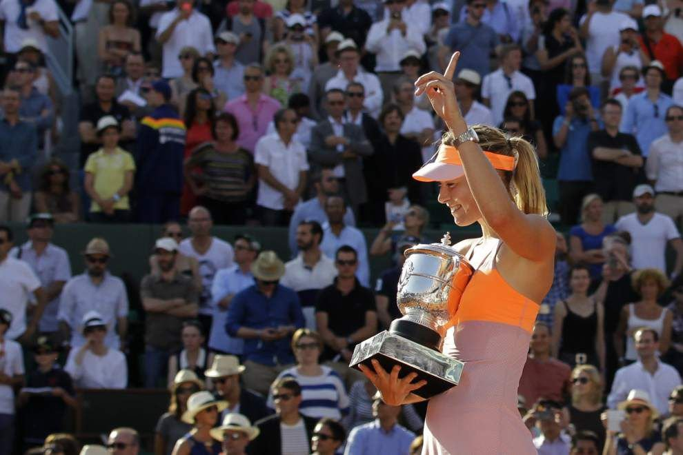 Sharapova a master of clay, and France _lowres