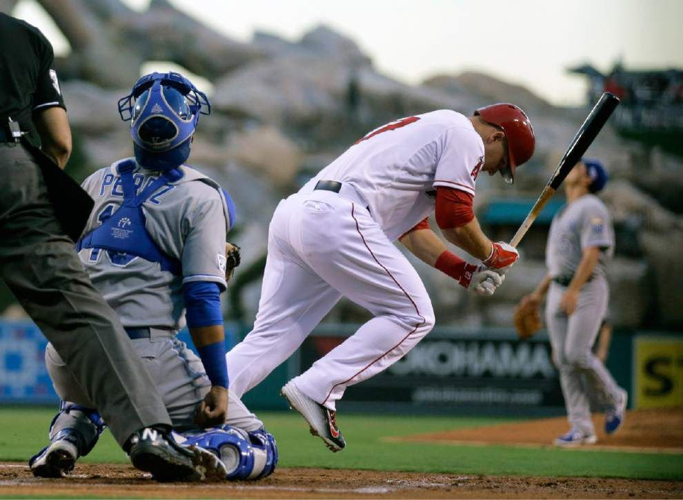 Mike Moustakas' homer in 11th pushes Royals past Angels 3-2 _lowres