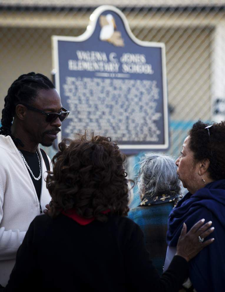 New plaque recalls rich history of 7th Ward elementary school for black children _lowres