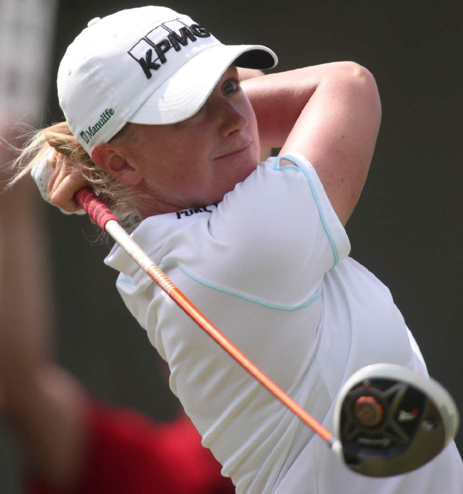 Lewis shoots 66 to take lead in China _lowres