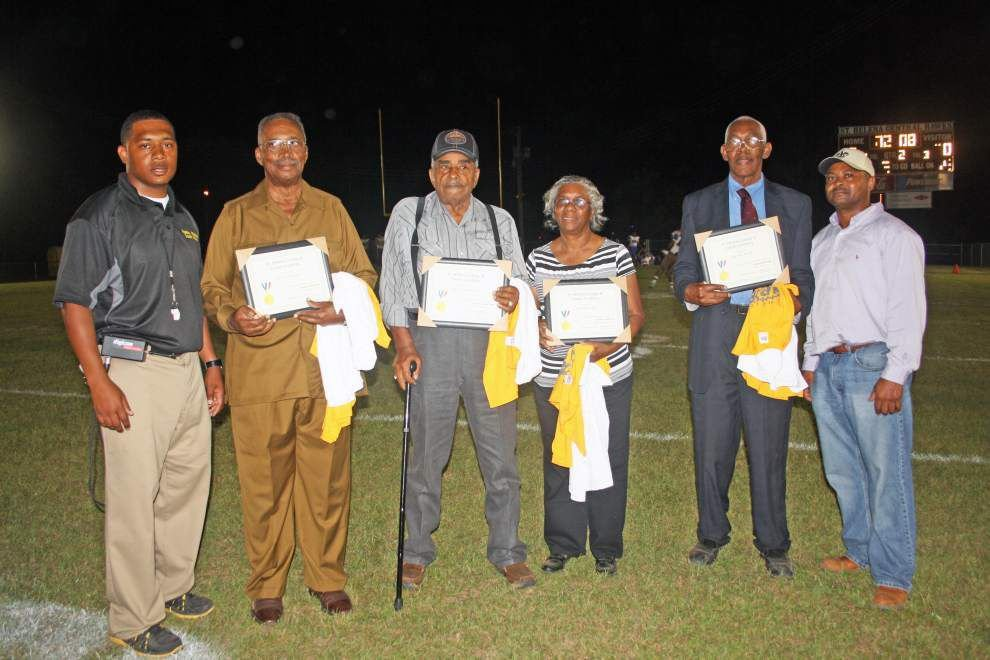 Senior citizens honored for service _lowres