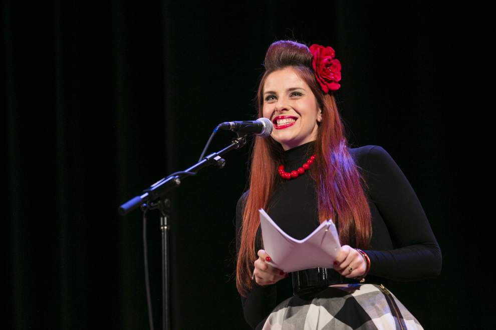 In live podcast 'Night Vale,' reports of UFOs, spirits and levitating cats _lowres