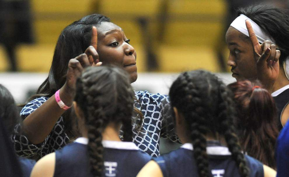 Ursuline takes aim at school's first basketball title _lowres