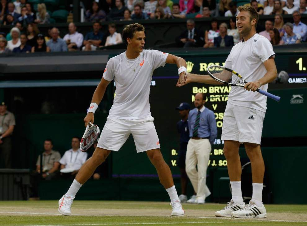 Jack Sock, Vasek Pospisil upset Bryan brothers for men's doubles crown _lowres
