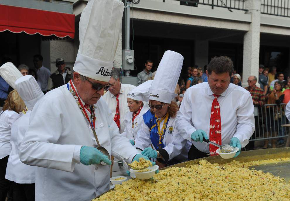 5,000 eggs cracked, cooked during Giant Omelette Celebration in downtown Abbeville _lowres