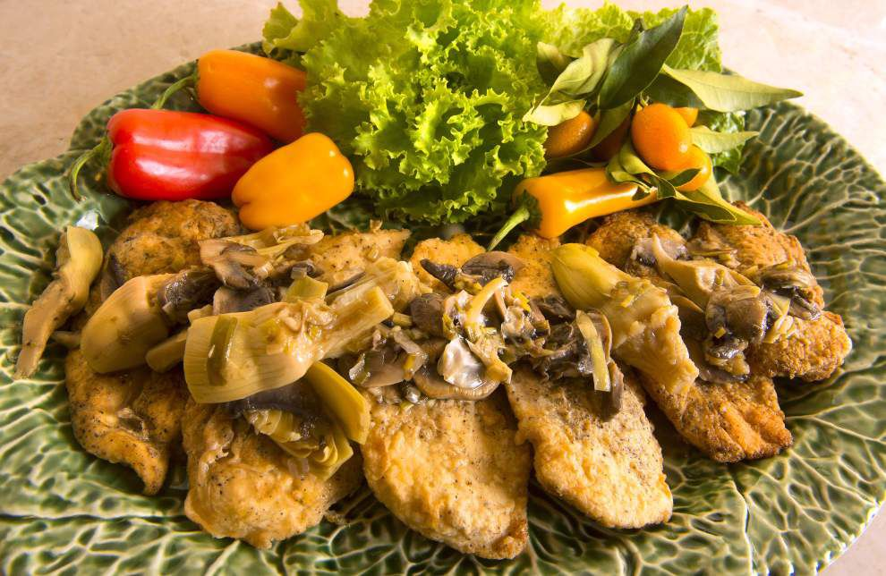Chicken With Wild Mushrooms and Artichokes _lowres