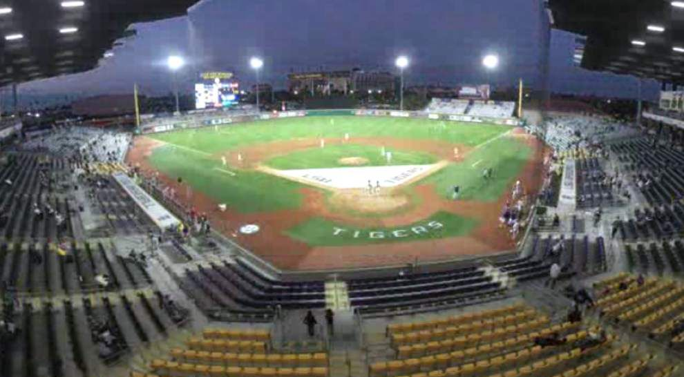Video: Time lapse of LSU baseball's dramatic opening night win vs. Cincinnati _lowres