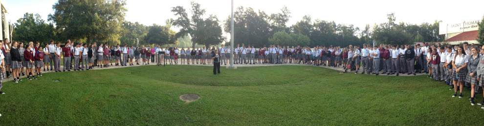 St. Thomas Aquinas students join in prayer _lowres