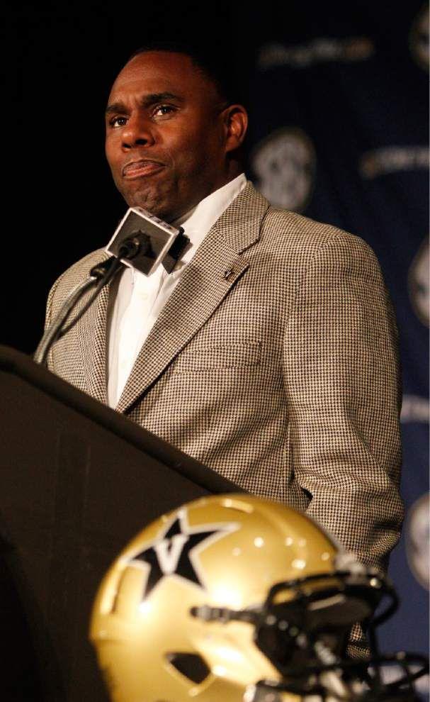 Patton Robinette leads Vanderbilt's six-man quarterback derby _lowres
