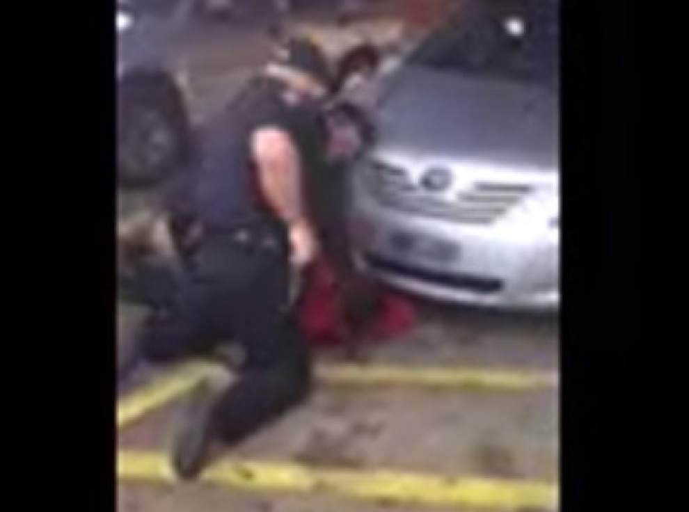 Latest: Second video emerges of Alton Sterling fatal shooting by Baton Rouge police _lowres