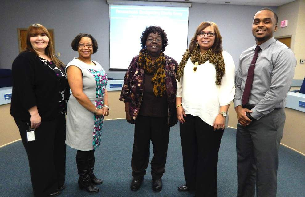 Credit union employees address retired teachers _lowres