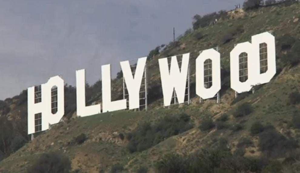 Hollywood sign seekers disrupt neighborhood _lowres