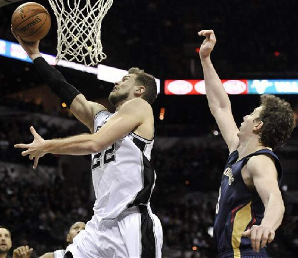Pelicans allow Spurs to escape with a 95-93 win in overtime _lowres