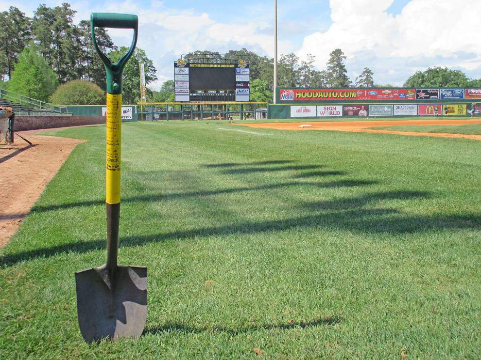 THE BIG DIG: Southeastern Louisiana's baseball success is measured together ... with one shovel _lowres