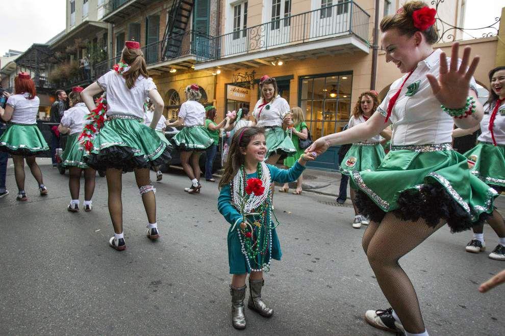 Throw me somethin': Italian-American parade rolls Saturday _lowres