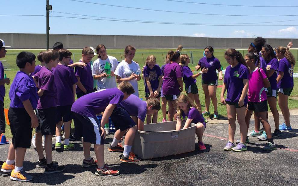 Archbishop Chapelle High School students help out with Kenner field day _lowres
