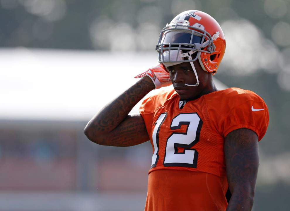 After concussion, Jadeveon Clowney vows to play; Browns' Josh Gordon gets car dealer job _lowres