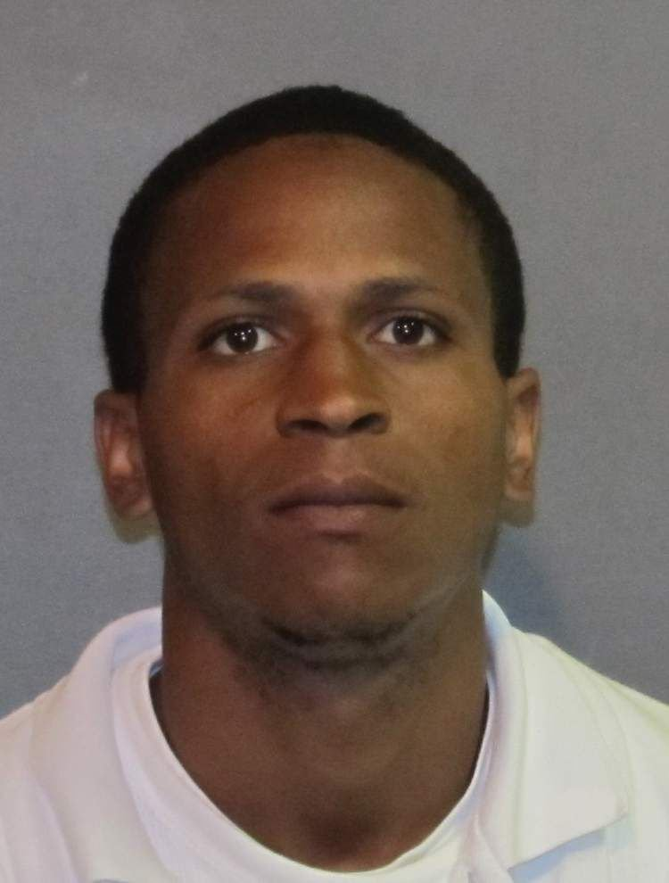 Knife-wielding Baton Rouge man threatens woman and chokes her before she escapes, the Sheriff's Office reports _lowres