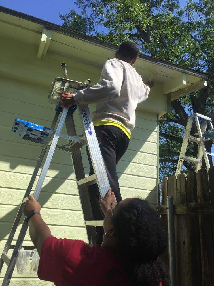 Volunteers turn houses into homes _lowres