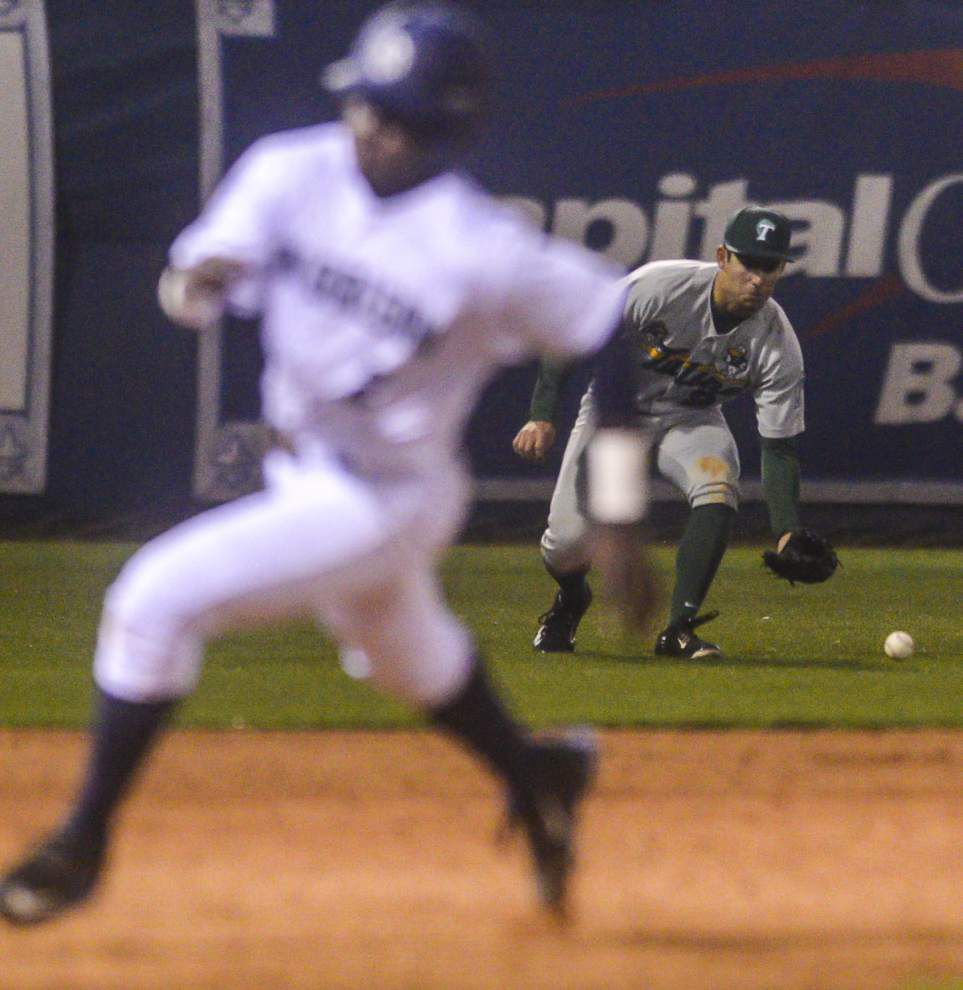 Sources: Team vote removes Tulane outfielder John Gandolfo from the roster _lowres