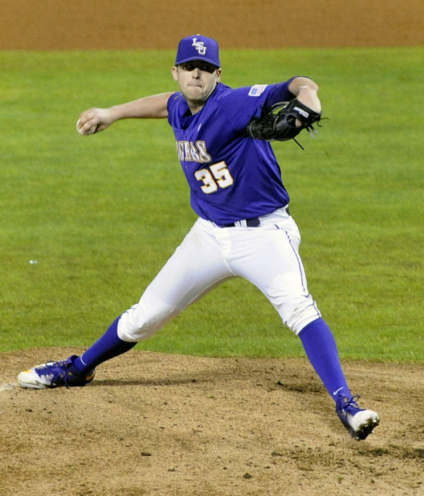 LSU's O'Neal Lochridge held out of Saturday's game against Ball State with a tight back _lowres