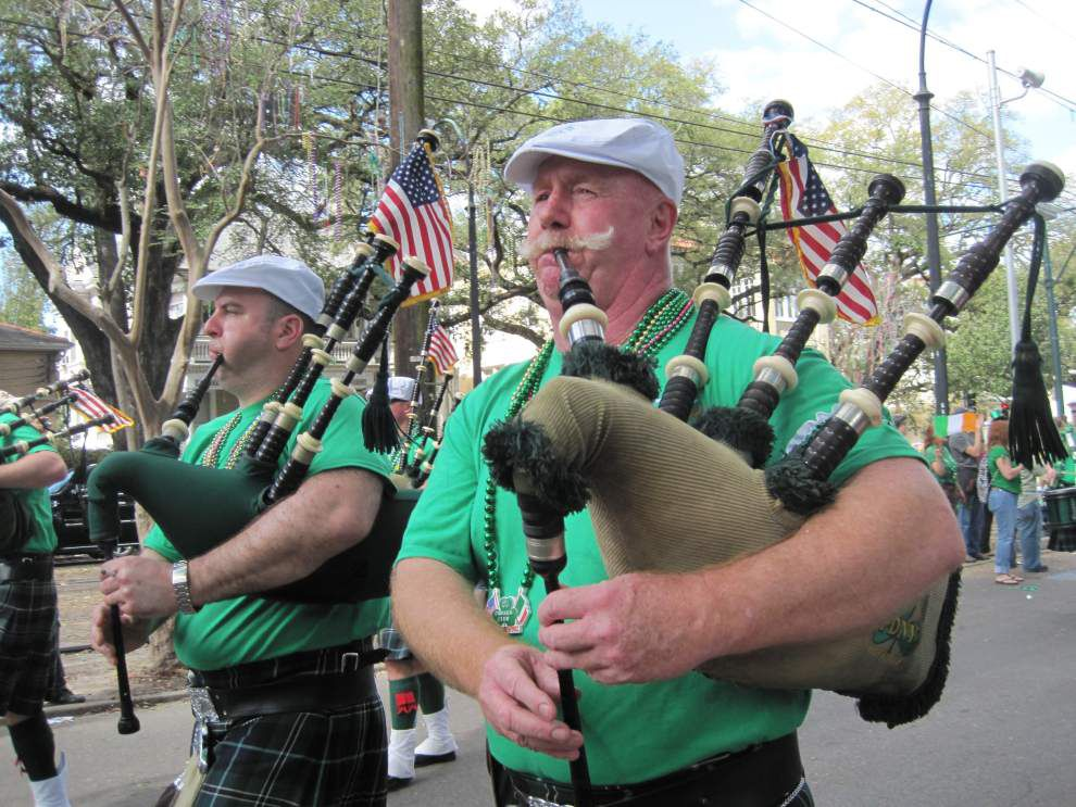 Luck is with hungry spectators at St. Paddy's parade _lowres