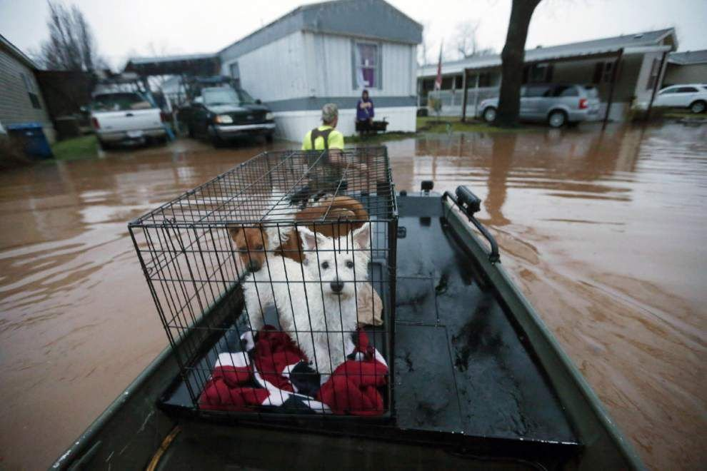 Flooding forces thousands from homes in north Louisiana, 3 killed; more rain expected _lowres