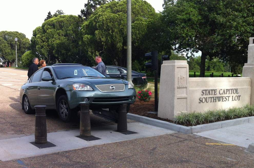 Security system poles at the Capitol snag another vehicle _lowres