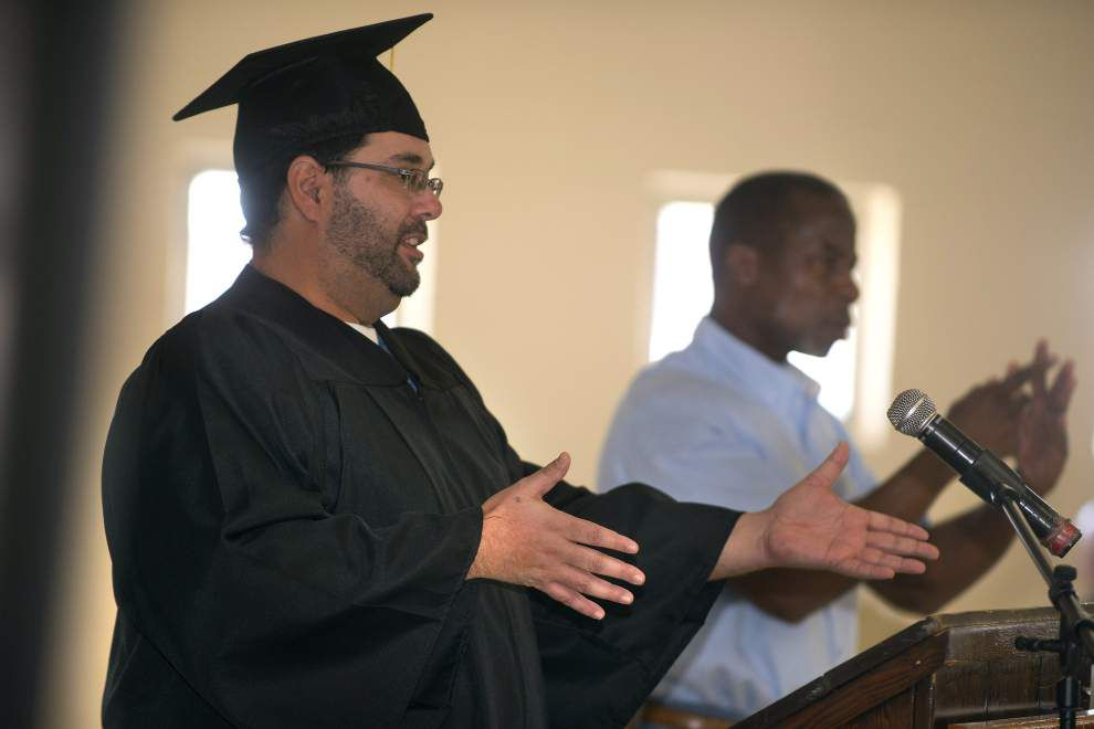 Hunt prison inmates learn sign language in first of its kind program, help hearing impaired inmates _lowres