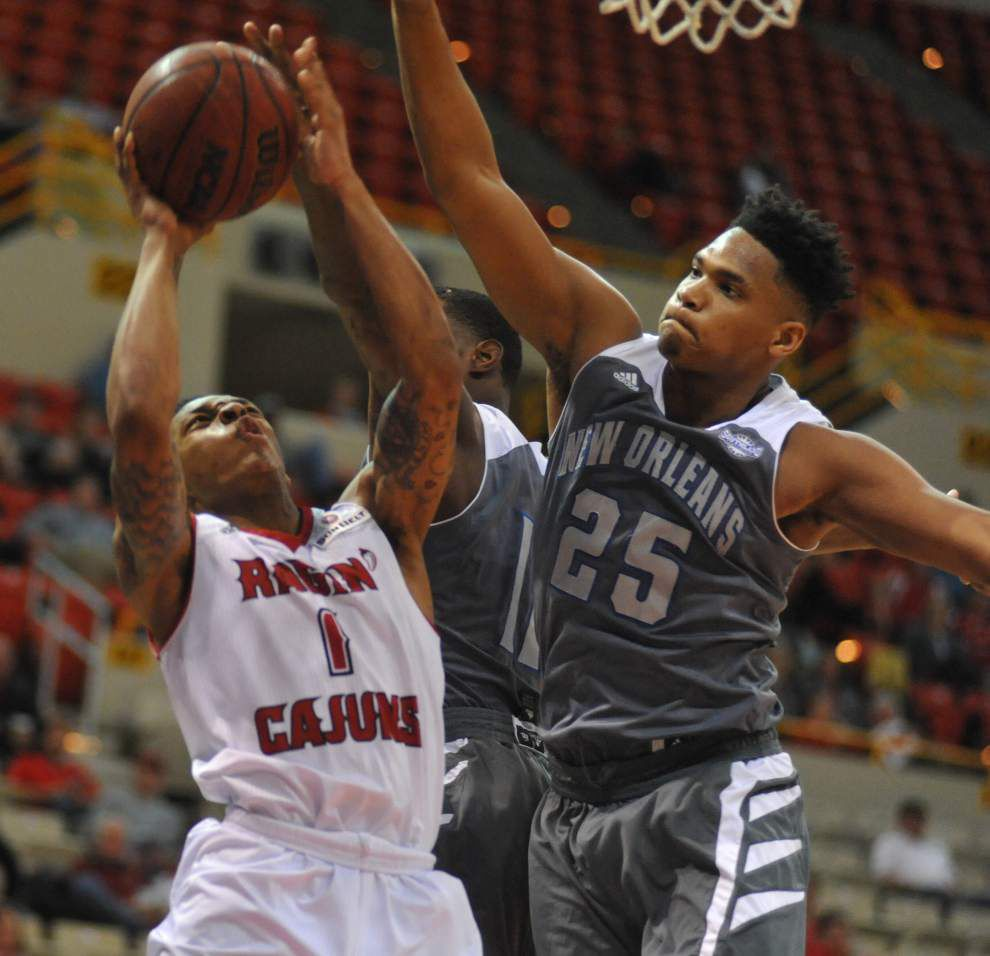 With Shawn Long sidelined for the first half, Cajuns struggle but pull past UNO 79-69 _lowres