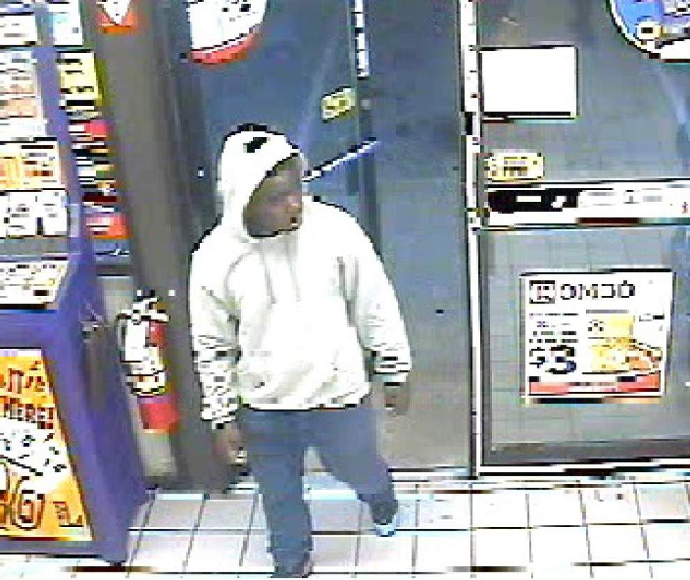 Police search for robber of Coursey Boulevard business _lowres