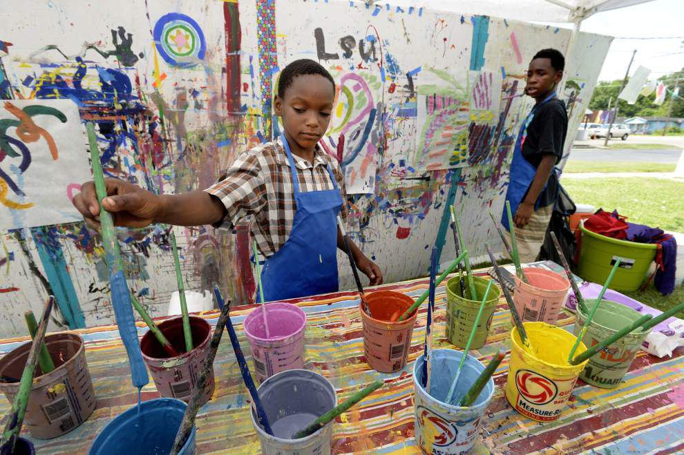 Youngsters and adults delve into LSU Museum's Neighborhood Art Program _lowres