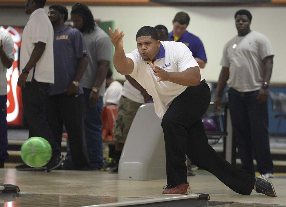 Photos: LSU football players bond over games _lowres