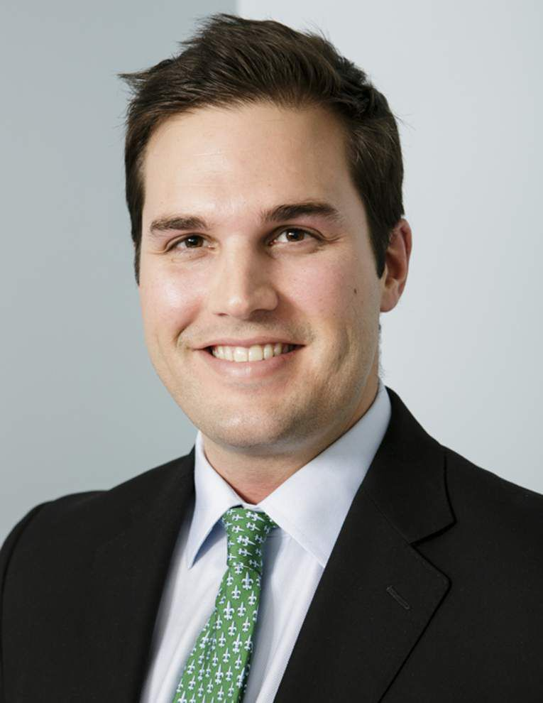 Third-generation eye doctor joins eye clinic _lowres