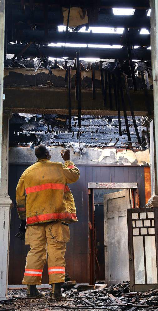 Large blaze damages vacant 7th Ward home Monday morning; fire visible to drivers on I-10 _lowres