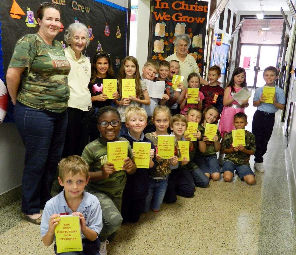 Mater Dolorosa School class gets dictionaries _lowres