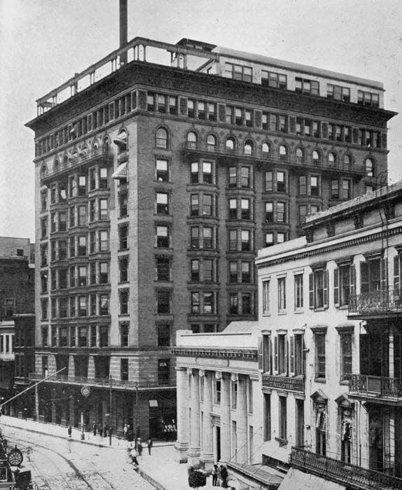 300 Hennen Building